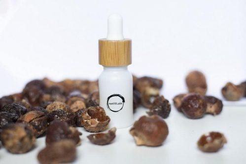 Wasnoten of zeepnoten 2 kilo met 2 waszakjes (400x wassen) en Lavendel geurolie in glazen pipet flesje 10ml (los verpakt...
